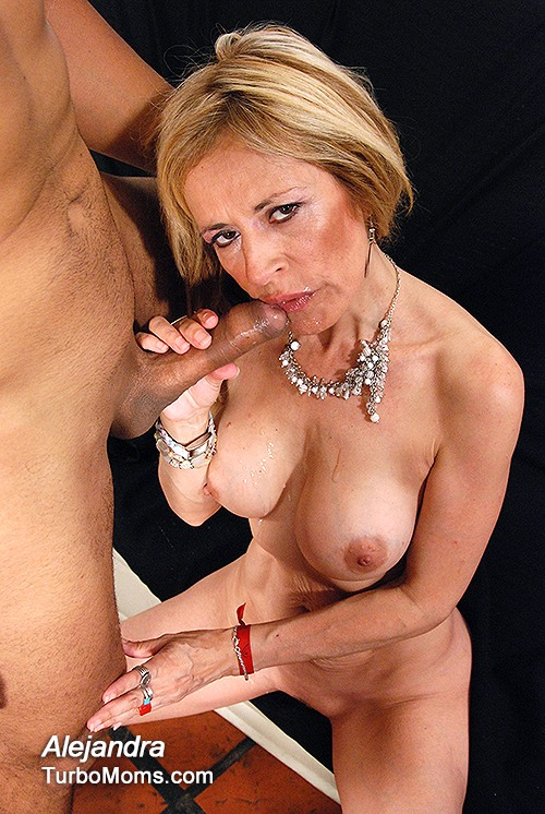 Is this spanish mature Alejandra hot ?